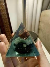 Orgonite Pirâmide Saúde e Cura / Quartzo Verde