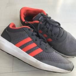 Tênis Adidas (original) - tamanho 5 americano