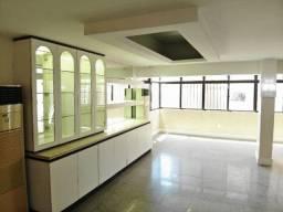 Amplo apartamento semimobiliado bem localizado no Meireles
