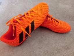 Título do anúncio: Chuteira Adidas n° 33/34 semi-nova