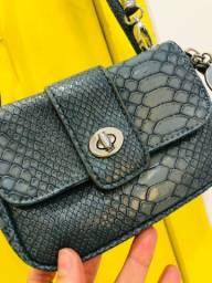 Bolsa com alça ajustável - estilo couro de cobra