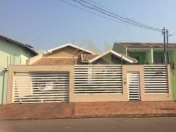 Casa com 3 quartos - Bairro Vila Ipase em Várzea Grande