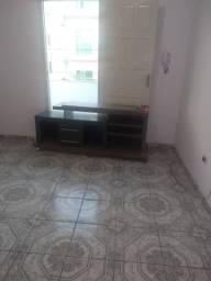 Aluga-se apartamento com dois quartos sendo suites, Rua i 121