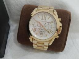 Relógio Michael Kors dourado mk5606 comprado mas não usado 750