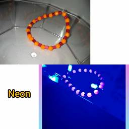Pulseira artesanal neon