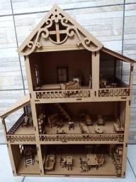 Casinha de boneca recheada de móveis. 1 metro