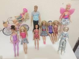Título do anúncio: Vendo Barbie original todas