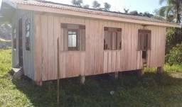 Terreno/Com pequena casa