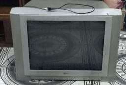 Vendo ou troco em play 4 . tv + xbox valor $600,00