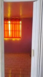 Alugo kitnet, 1 quarto com varanda, cozinha, banheiro.
