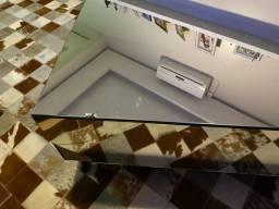Mesa de centro de vidro e madeira