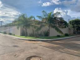 Casa com 3 dormitórios à venda, 183 m² por R$ 650.000