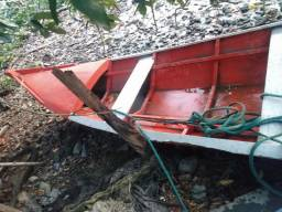 Vende-se motor e barco