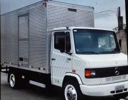 Motorista de caminhão 3/4 com baú