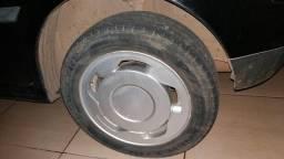 Vendo roda aro 15 com os pneus