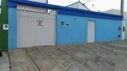 Aluga-se casa no bairro Candeias