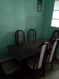 Vendo mesa de mármore com seis cadeiras