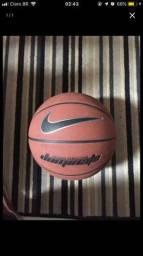 Vendo bola de basquete NIKE DOMINATE nova