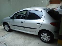 Vendo Peugeot 206 (avalio troca com carro de até 25 mil, podendo assumir financiamento) - 2006