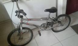 Bicicleta a venda leia a descricao