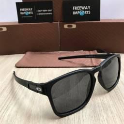 Óculos de sol Oakley Latch squared matte polarizado