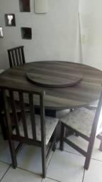 Mesa de 6 cadeiras com tampo giratório
