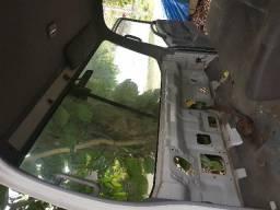 Cabine de Caminhão Isuzu 300 em bom estado, com caixa de direção, para-choque