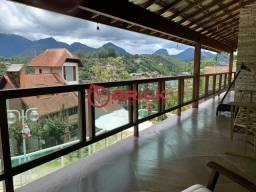 Linda casa muito bem localizada com 4 suítes no bairro Tijuca.