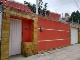 Alugo - Casa no Barro Vermelho - Excelente preço