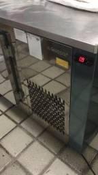 Bancada refrigerada 3 portas com pia