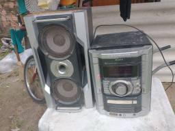 Vendo micro sustém + caixa de som com dois alto falantes! Aceitamos cartão de crédito!