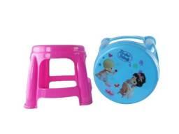 Título do anúncio: Banquinho Plástico Infantil Portátil Suporta Até 30kg  26cm de Altura