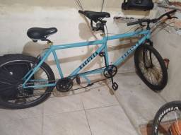 Bike dois lugares com marcha