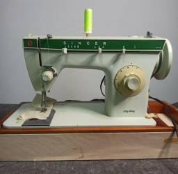 Título do anúncio: Máquina de costura Singer C/ mala de transporte