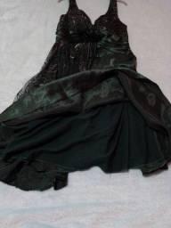 Vestido de festa verde, com brilho