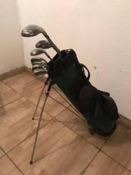 Taqueria de golfe com ferros, híbrido e driver