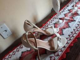 sandália de salto branca