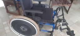 Cadeira de rodas nova nova.