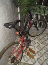 Bicicleta Caloi boa porém com pneu murcho