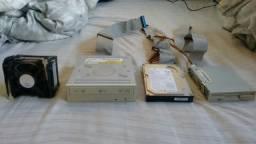 HD, gravador de cds, cooler e entrada para disquete