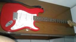 Vende-se uma guitarra