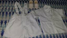 Conjunto de roupa é sapatilha masculino, para batizador usado somente no dia do batizador