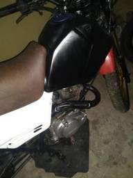 Vendo essa moto de trilha com motor de 150 Bros - 2008