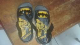 Vendo sandália do Batman