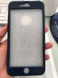 Case IPhone 7/8 Plus azul marinho detalhe cobertura tela frontal