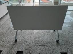 Lote com 7 mesas dobráveis + 1 mesa fixa. R$ 450,00 cada.
