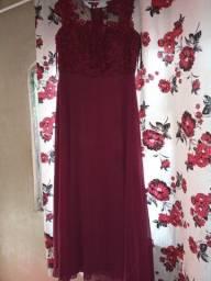 vendo 2 vestidos de madrinha  200 reais cada