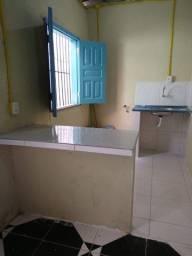 Alugo pequena casa na Alcindo Cacela R$ 400,00