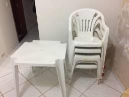 1 mesa e 5 cadeiras