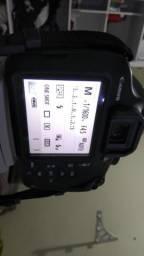 Câmera Canon T5 com lente 18-55